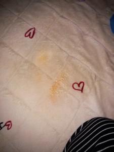 アイロンで溶かして布に移し、洗剤で掃除後